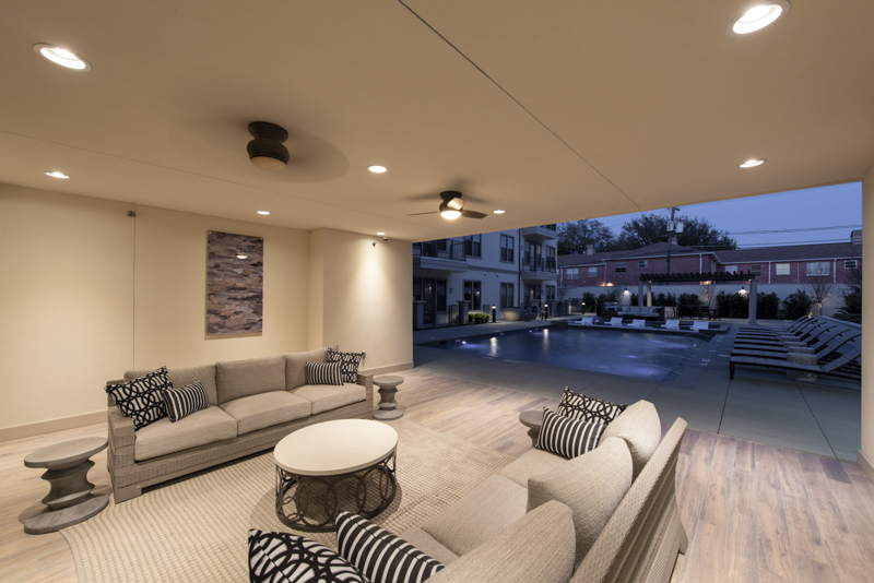 The Laurel Outdoor Pool Lounge